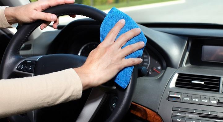 Cómo limpiar el interior de su vehículo
